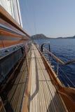 Barco de vela de madera en la vela Fotografía de archivo libre de regalías
