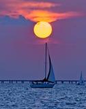 Barco de vela del amanecer Imagen de archivo