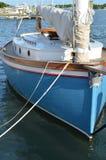 Barco de vela en acceso Imagenes de archivo