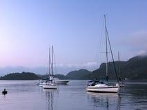 Barco de vela en el amanecer Fotos de archivo
