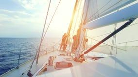 Barco de vela en el mar metrajes