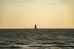 Barco de vela en el mar Foto de archivo libre de regalías