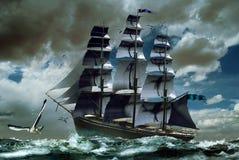 Barco de vela en el mar sin resolver Fotografía de archivo libre de regalías