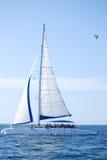 Barco de vela en el océano Imágenes de archivo libres de regalías
