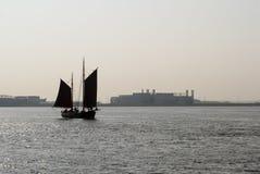Barco de vela en Elbe Fotos de archivo