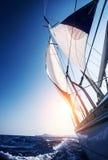 Barco de vela en la acción Fotografía de archivo