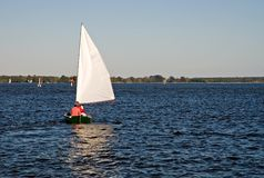Barco de vela en la bahía de Chesapeake imágenes de archivo libres de regalías