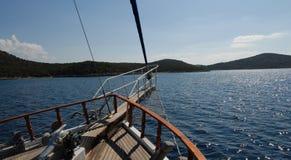 Barco de vela en la vela Fotos de archivo libres de regalías