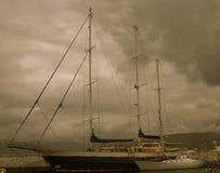 Barco de vela en puerto en Agios Nicolas Crete Greece foto de archivo libre de regalías