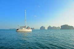 Barco de vela moderno Imagens de Stock