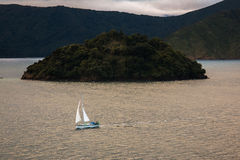 Barco de vela na água, NZ Imagens de Stock Royalty Free
