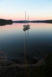 Barco de vela no lago imagem de stock royalty free