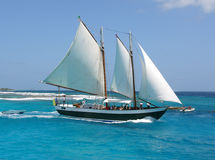 Barco de vela no mar Imagens de Stock Royalty Free