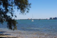 Barco de vela no porto Fotografia de Stock Royalty Free