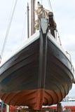 Barco de vela viejo en una grada Foto de archivo