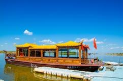 Barco de visita turístico de excursión Imágenes de archivo libres de regalías