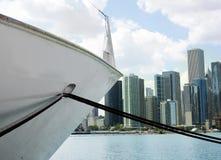 Barco del lago en Chicago fotos de archivo