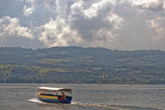 Barco del lago jungle Fotografía de archivo