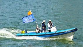 Barco del organizador en la serie navegante extrema Singapur 2013 Fotografía de archivo libre de regalías
