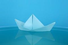 Barco del papel azul Foto de archivo libre de regalías