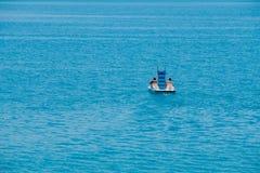 Barco del pedal del montar a caballo de los pares Foto de archivo