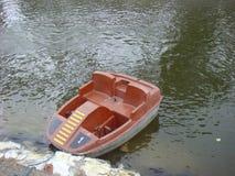 Barco del pedal en el lago Imagen de archivo libre de regalías