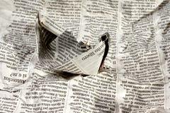 Barco del periódico en las noticias Foto de archivo