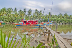 Barco del pescador en Kuala Besar Jetty, Kota Bharu, Kelantan Foto de archivo libre de regalías