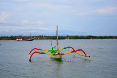 Barco del pescador en la orilla Imagen de archivo libre de regalías
