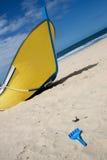 Barco del pescador en la playa Fotografía de archivo libre de regalías