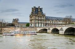 Barco del Sena, París imagen de archivo libre de regalías