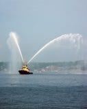 Barco del tirón del puerto Imagen de archivo libre de regalías