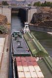 Barco del tirón y lancha a remolque del cargo Fotos de archivo