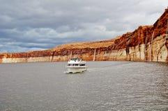 Barco del viaje de Powell del lago fotografía de archivo