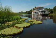 Barco del viaje que viaja al río de Paraguay fotografía de archivo libre de regalías