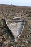 Barco destruído no beira-rio Imagem de Stock