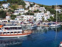 Barco do cruzeiro do dia, ilha grega egeia de Skyros, Grécia Fotos de Stock