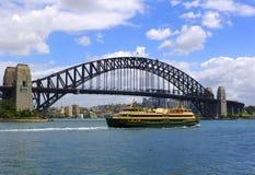 Barco do cruzeiro do porto imagens de stock