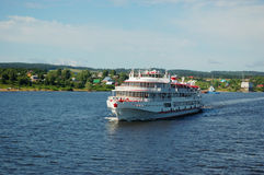 Barco do cruzeiro do rio branco Fotografia de Stock