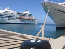Barco do cruzeiro na porta Fotos de Stock Royalty Free