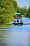 Barco do cruzeiro no rio Fotos de Stock