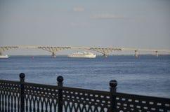 Barco do cruzeiro no rio Foto de Stock Royalty Free