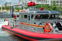 Barco do incêndio de New York City no cais 6 Imagem de Stock
