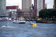 Barco do ônibus no porto de Rotterdam Fotografia de Stock Royalty Free