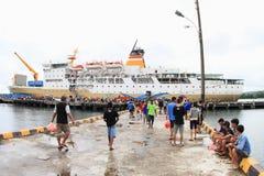 Barco do oceano em Nabire imagens de stock