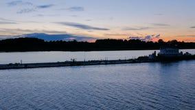Barco do reboque que empurra a barca vazia vídeos de arquivo