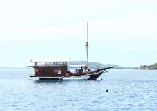 Barco dos mergulhadores imagens de stock royalty free