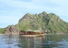 Barco dos mergulhadores fotografia de stock royalty free