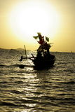 Barco e céu dourado Foto de Stock Royalty Free