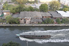 Barco e canal1 imagens de stock